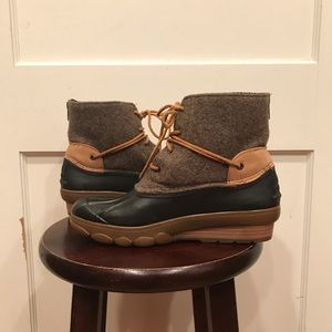 Sperry Boots size 10 in good condition